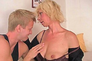 Russian Mature Can T Open The Door And Neighbor Help Her